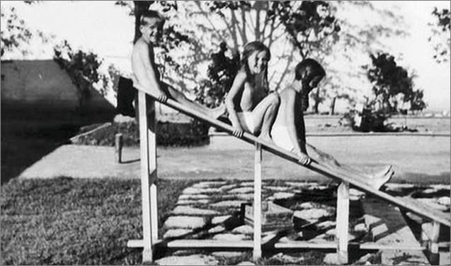 Les enfants de Rudolf Hoess dans leur villa d'Auschwitz : l'insouciance à quelques mètres de l'horreur