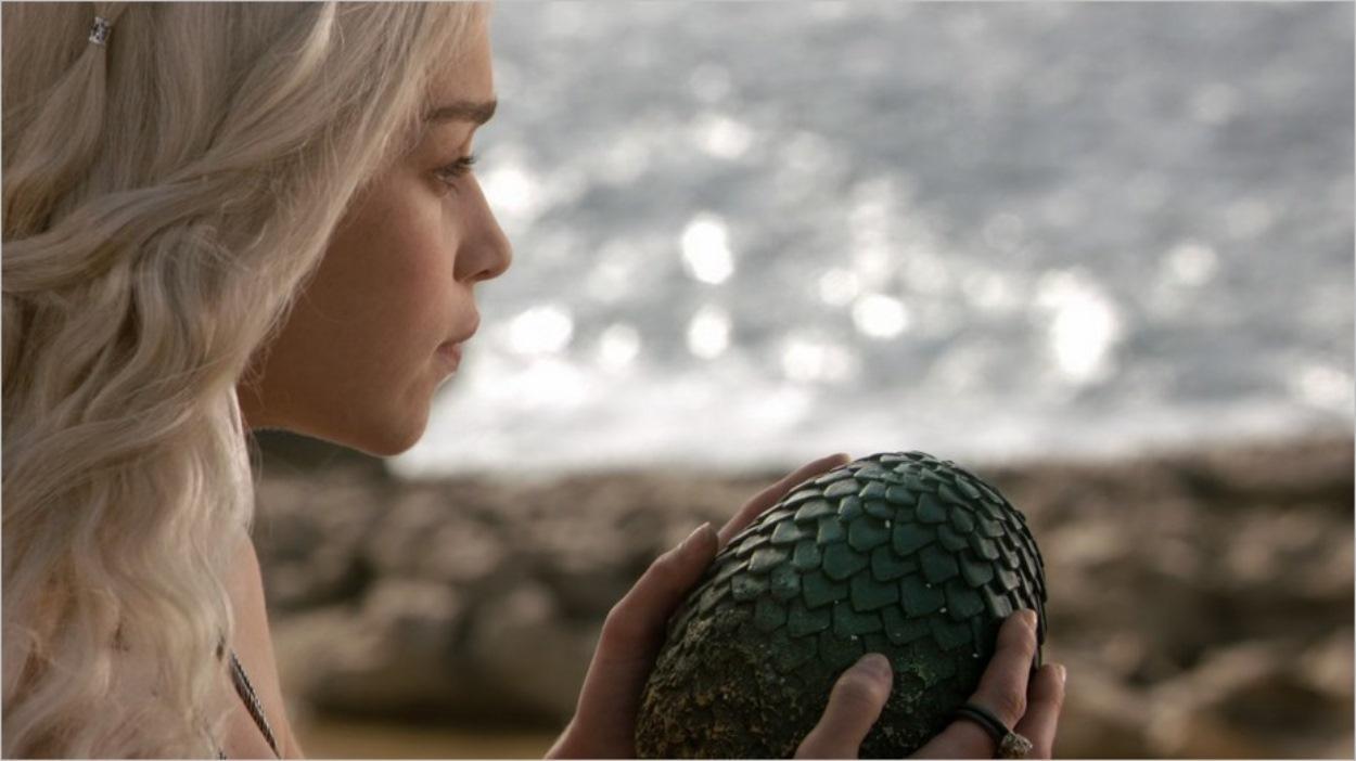 Daenerys reçoit trois oeufs de dragon