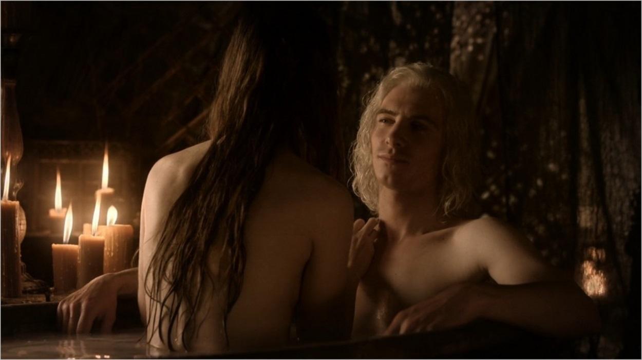 Viserys prend un bain avec Doreah - Episode 4 saison 1