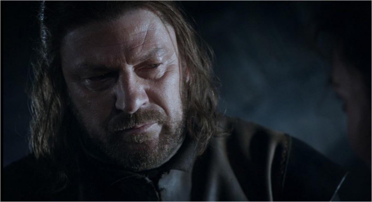 Ned Stark préoccupé dans l'épisode 2 de la saison 1 de Game Of Thrones
