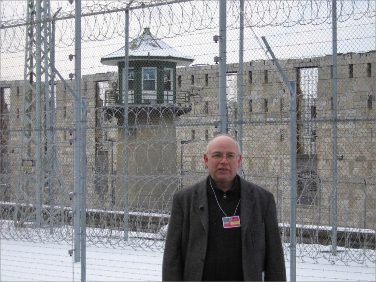 Stéphane Bourgoin devant la prison de Sing Sing (Etat de New York)