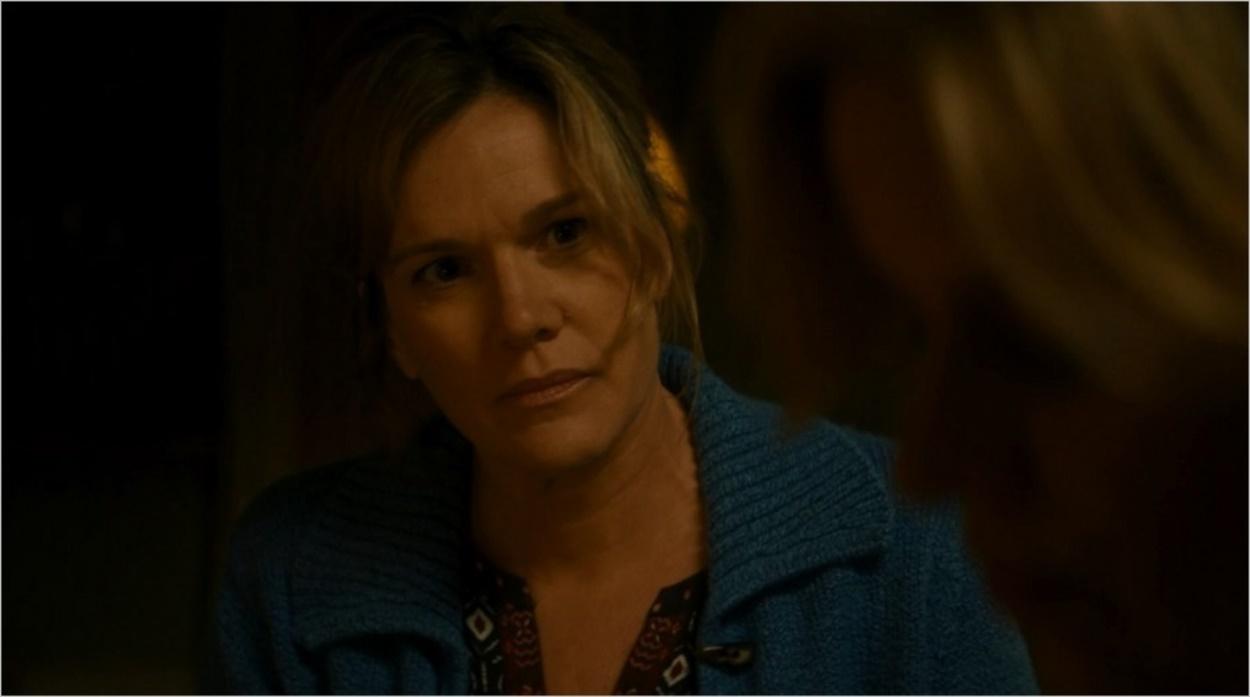 Melissa Geary en train de questionner Madison