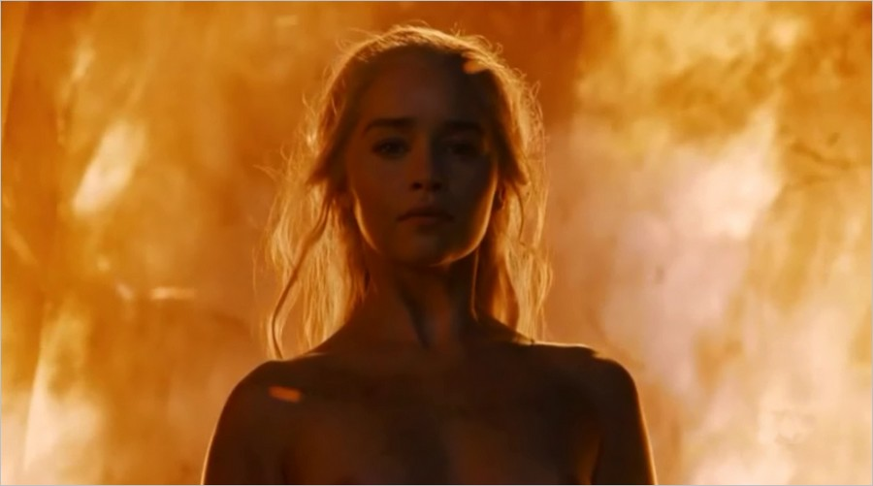 Daenerys Targaryen émerge des flammes