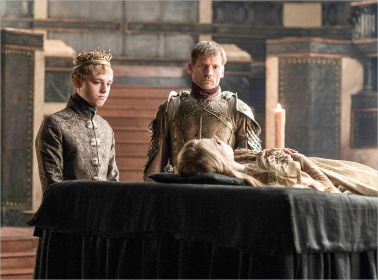 Jaime Lannister et Tommen devant le corps de Myrcella - Game Of Thrones