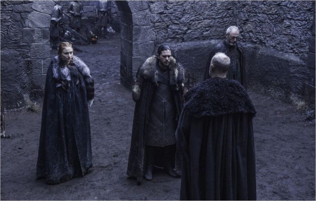 Sansa Stark et Jon Snow dans Game Of Thrones