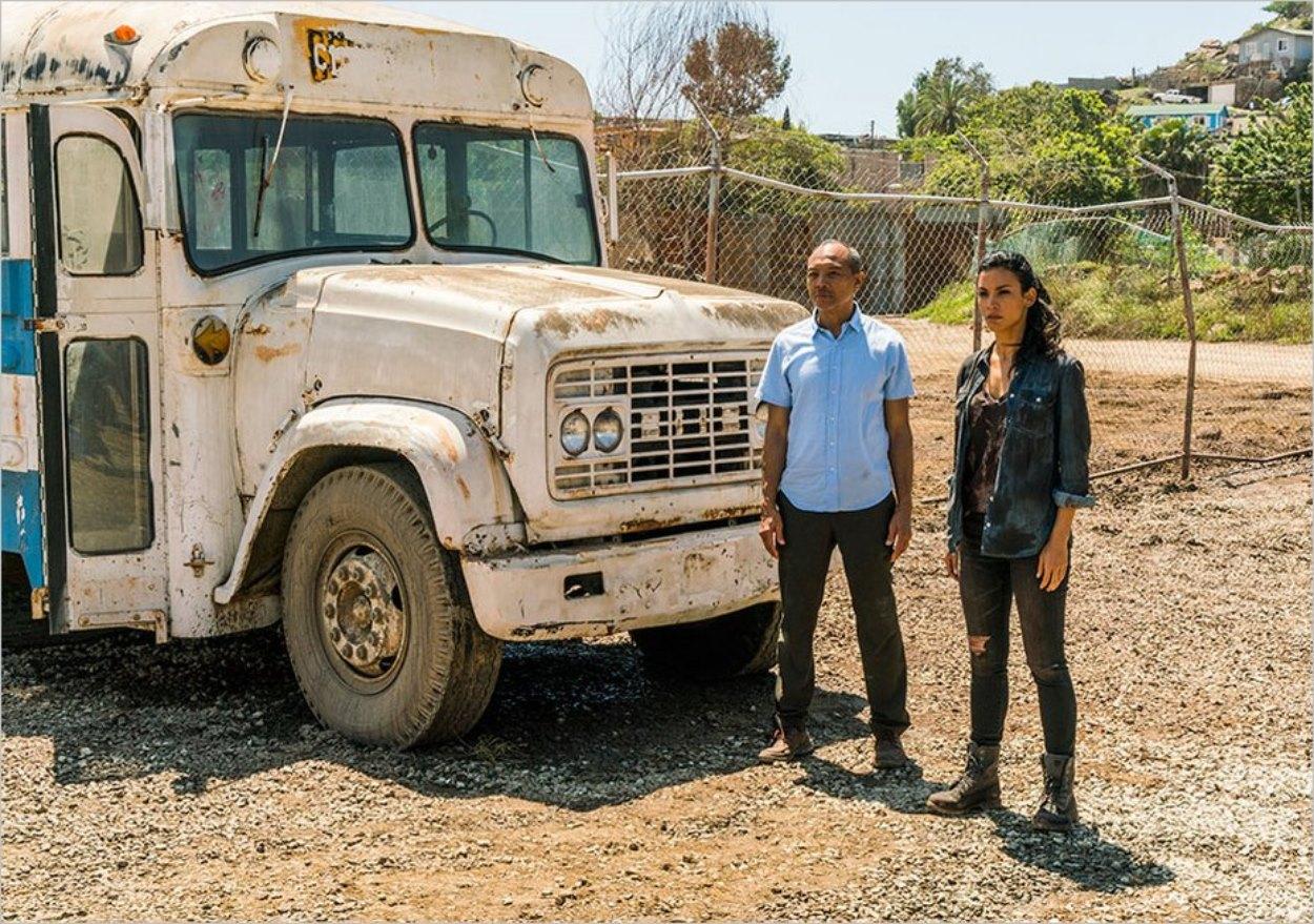 Alejandro et Luciana devant le bus