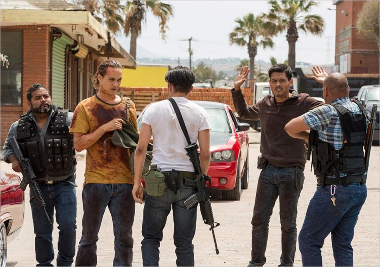 Nick arrive dans l'entrepôt du gang à Tijuana