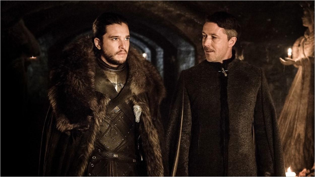 Jon Snow et Petyr Baelish dans l'épisode 2 de la saison 7