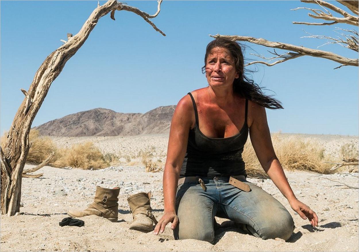 Ofelia Salazar en difficulté dans le désert