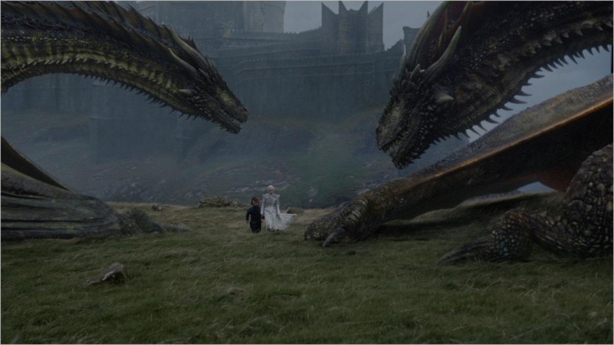 Daenerys et Tyrion au milieu des dragons
