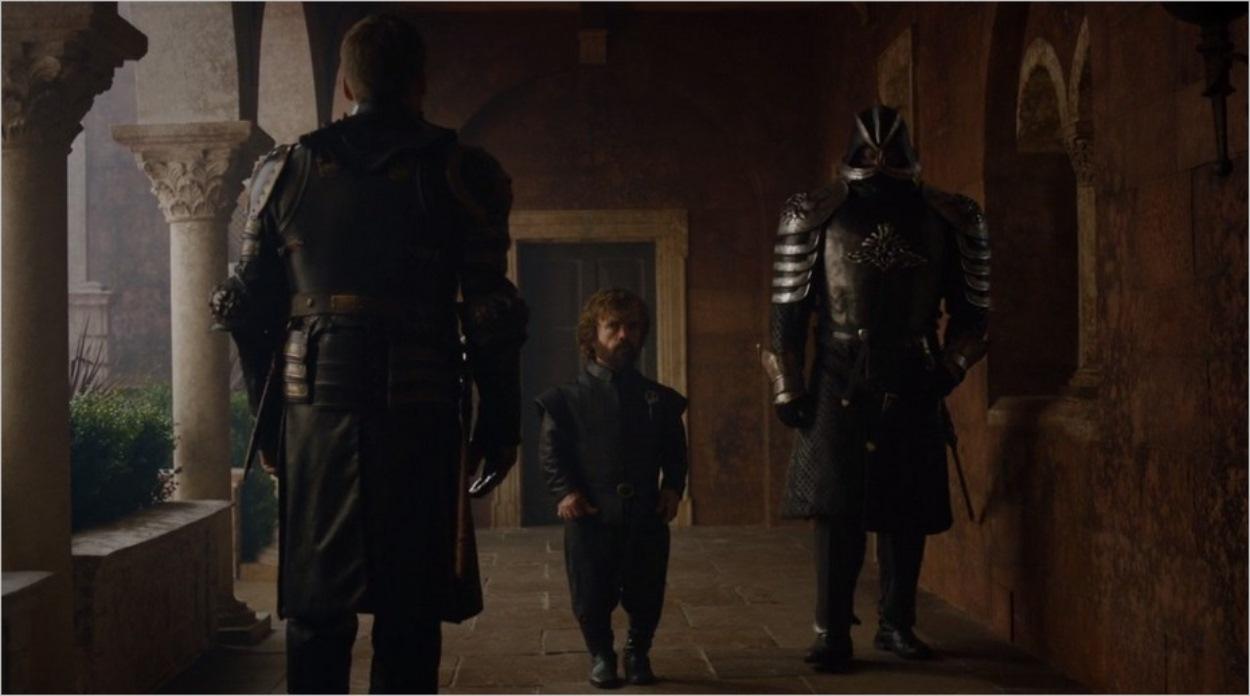 Tyrion escorté par La Montagne dans l'épisode 7