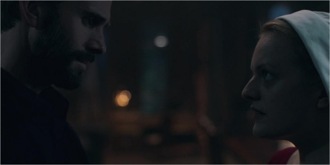 Le commandant Waterford face à DeFred dans l'épisode 2 de la saison 1 de La Servante Ecarlate