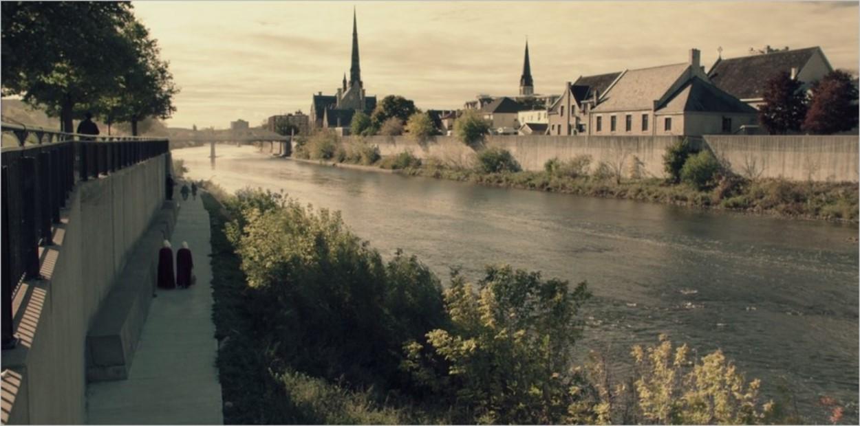 Les abords de la rivière dans La Servante Ecarlate saison 1 épisode 2