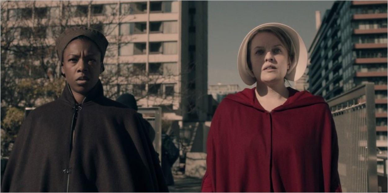 Moira et June lors de leur évasion du Centre Rouge