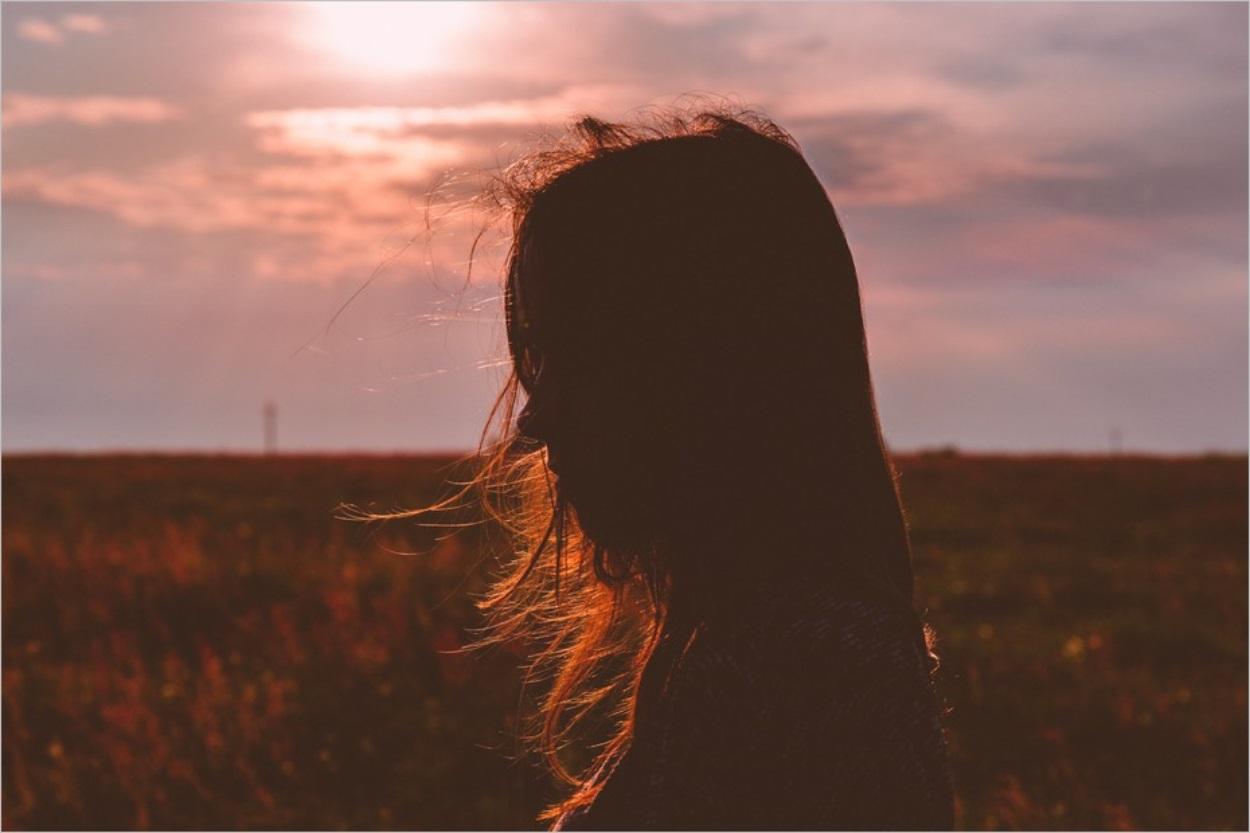 Une vie à t'attendre, Alia Cardyn : une orpheline en quête de réponses