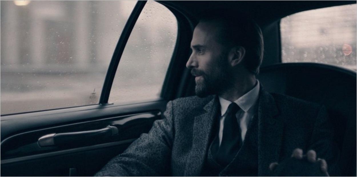 Le commandant Waterford dans la voiture de Nick - Episode 8