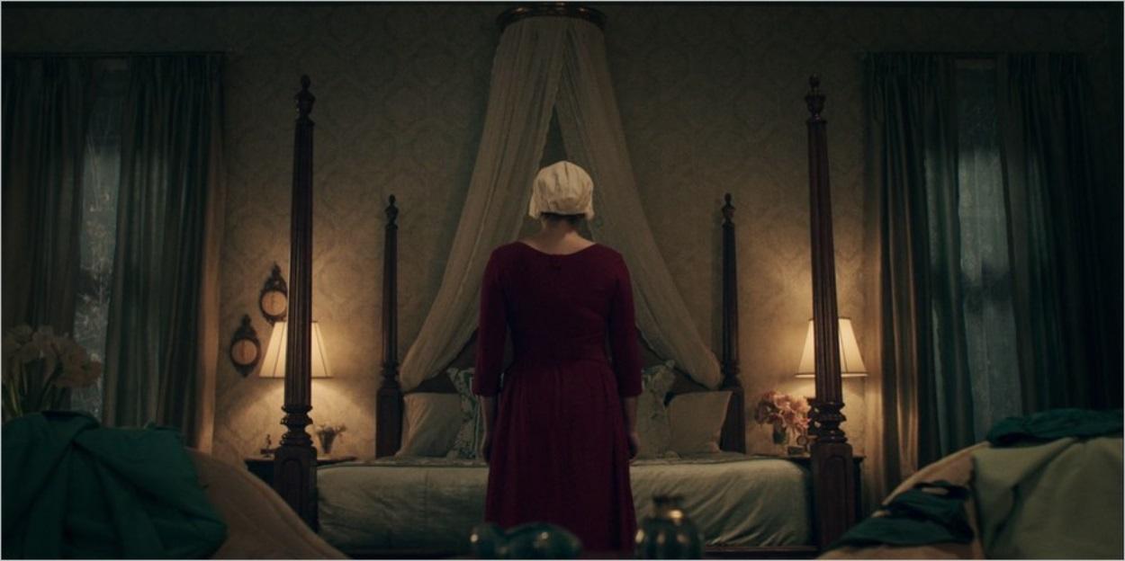 DeFred dans la chambre des Waterford - La Servante Ecarlate épisode 6 saison 1