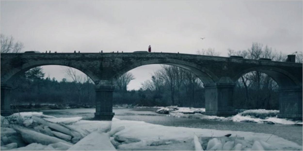 Janine menace de se jeter du pont - La Servante Ecarlate épisode 9