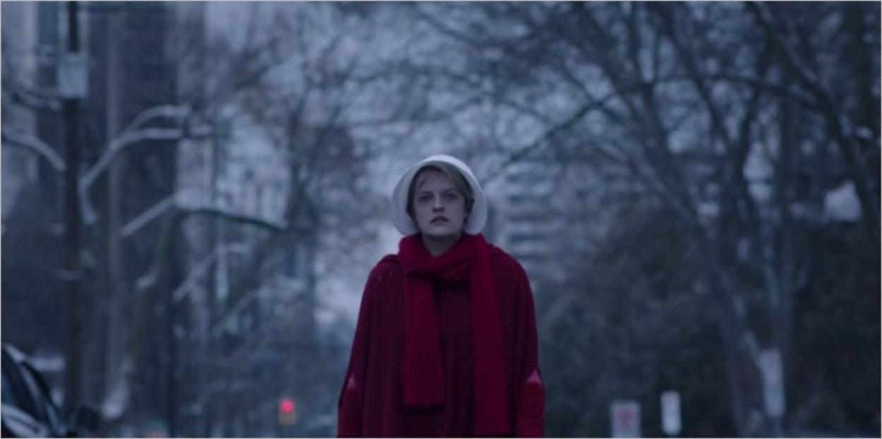 June rentre chez elle après le salut - The Handmaid's Tale saison 1
