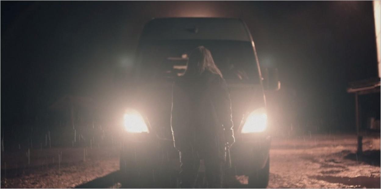 June face au véhicule d'Omar - Episode 3