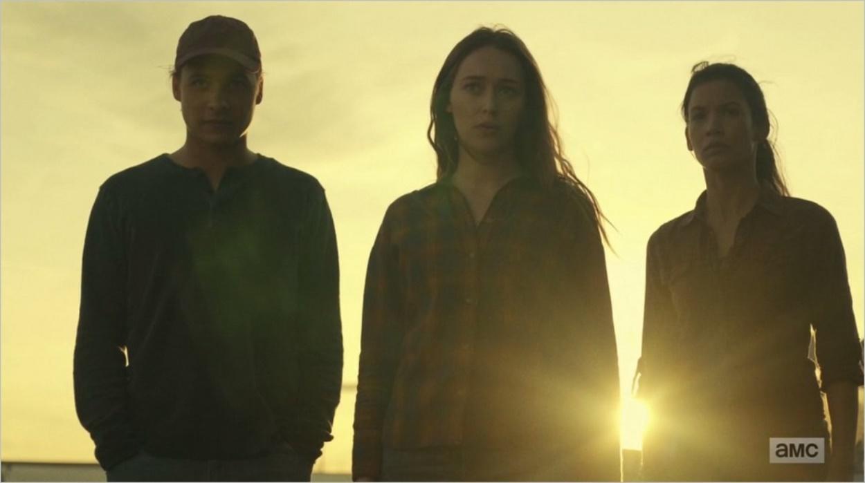 Nick, Alicia et Luciana assistent au départ des Vautours