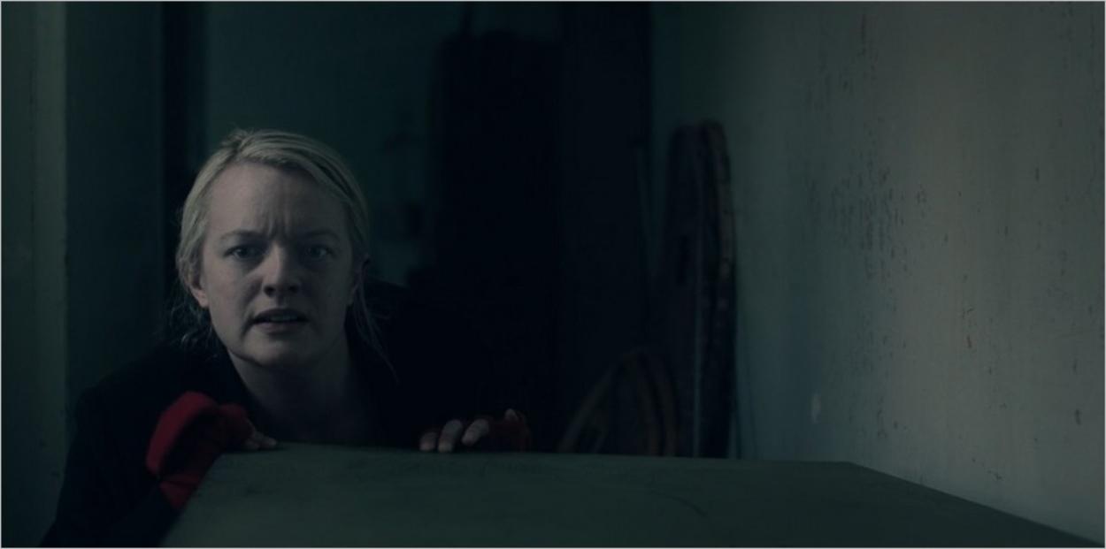 June cachée dans le grenier - The Handmaid's Tale