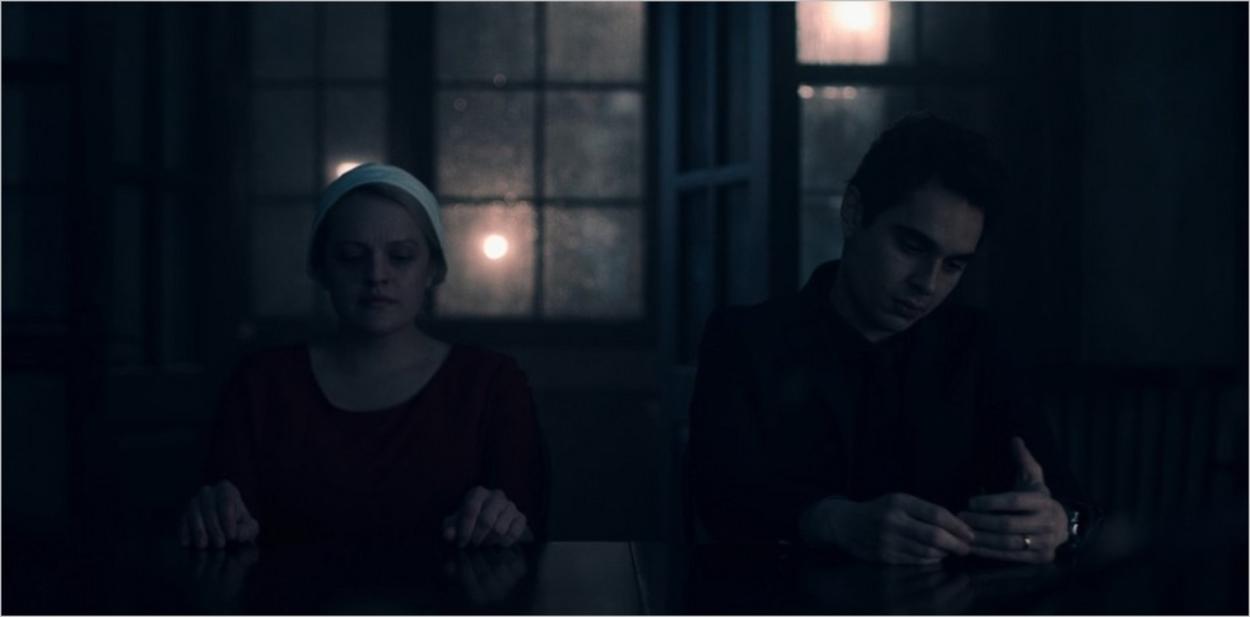 June essaie de réconforter Nick après la mort d'Eden