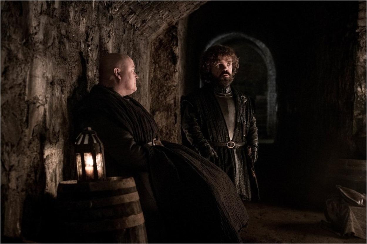 Varys et Tyrion à l'abri dans la crypte de Winterfell