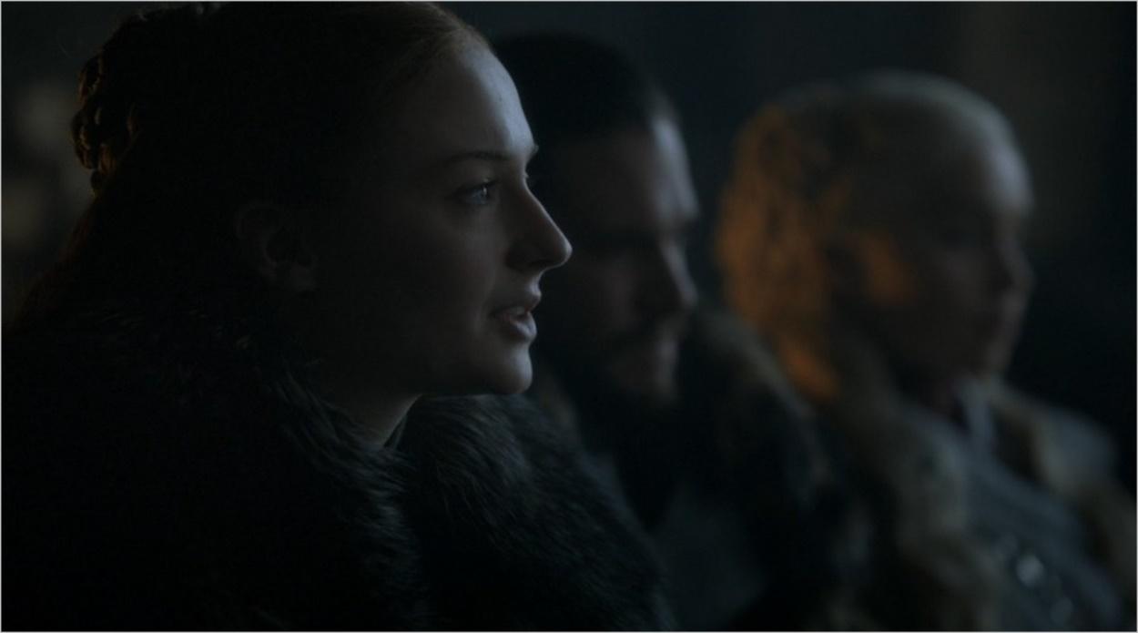 Sansa Stark anime une réunion stratégique à Winterfell
