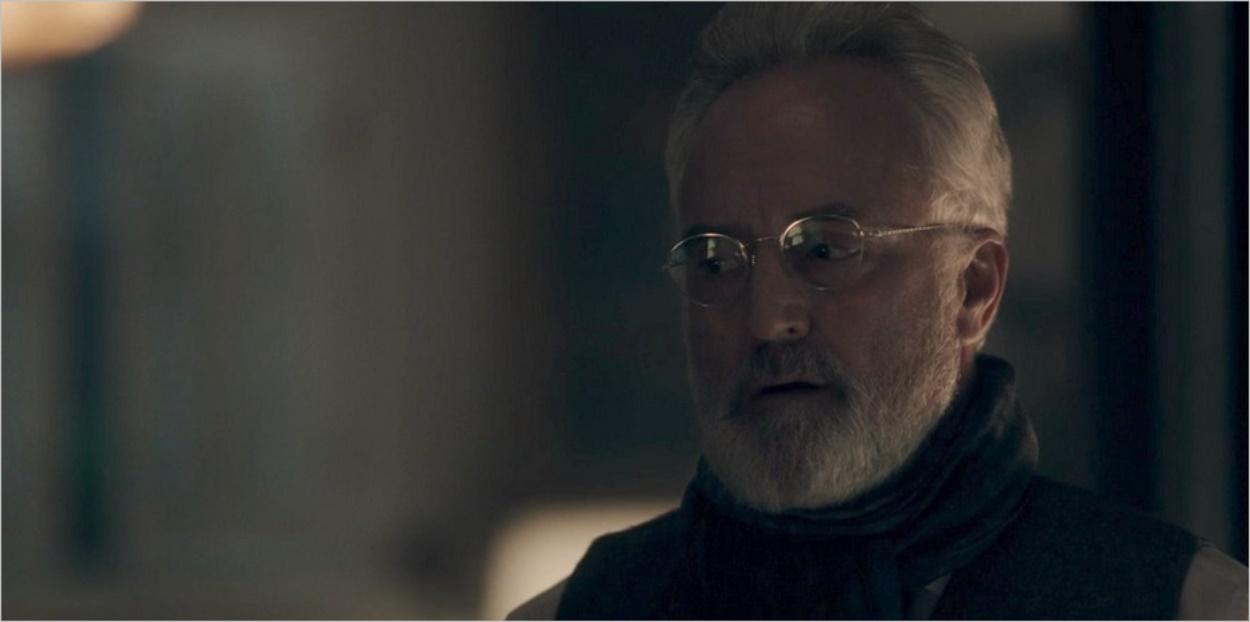 Le Commandant Lawrence exige des explications - La Servante Ecarlate
