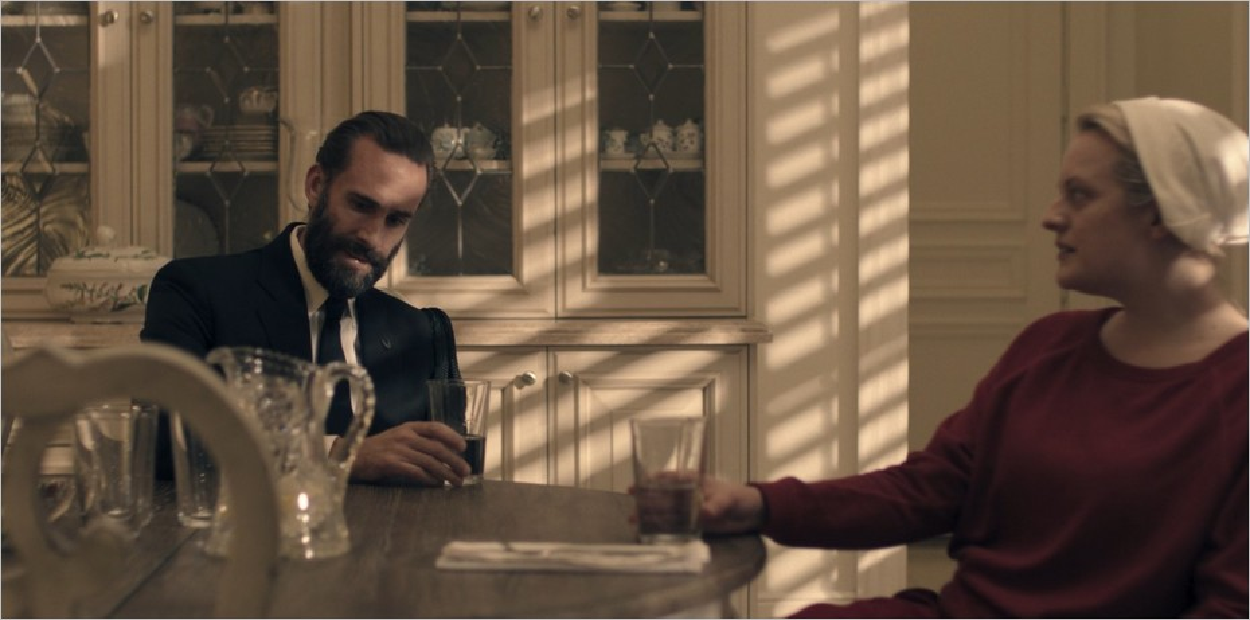 Joseph Fiennes joue le Commandant Waterford - The Handmaid's Tale