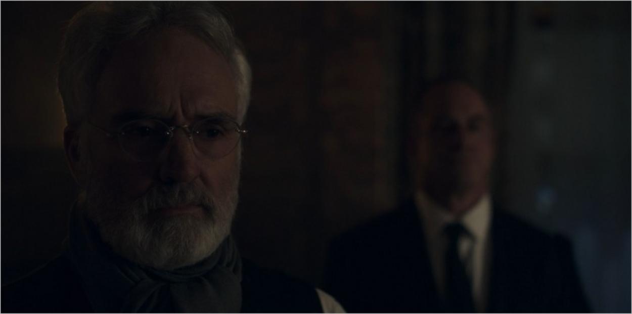 Le Commandant Lawrence confronté à la Cérémonie - La Servante Ecarlate saison 3