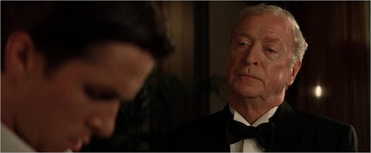 Michael Caine dans le rôle d'Alfred Pennyworth