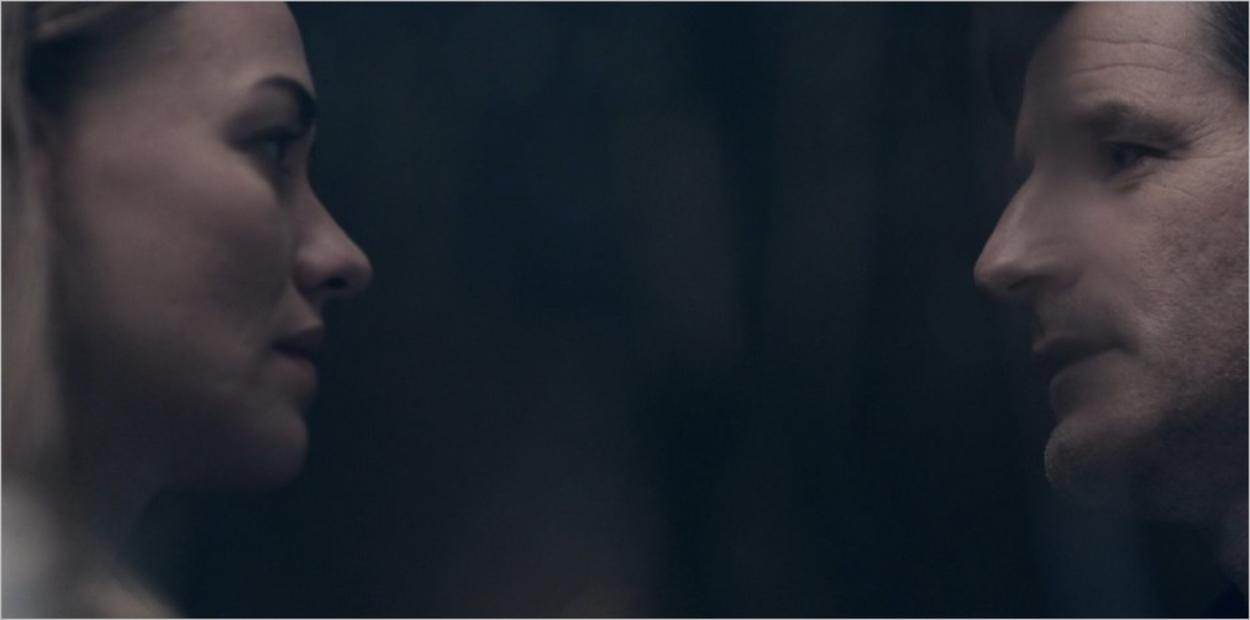 Serena face à Mark Tuello dans la saison 4 de The Handmaid's Tale