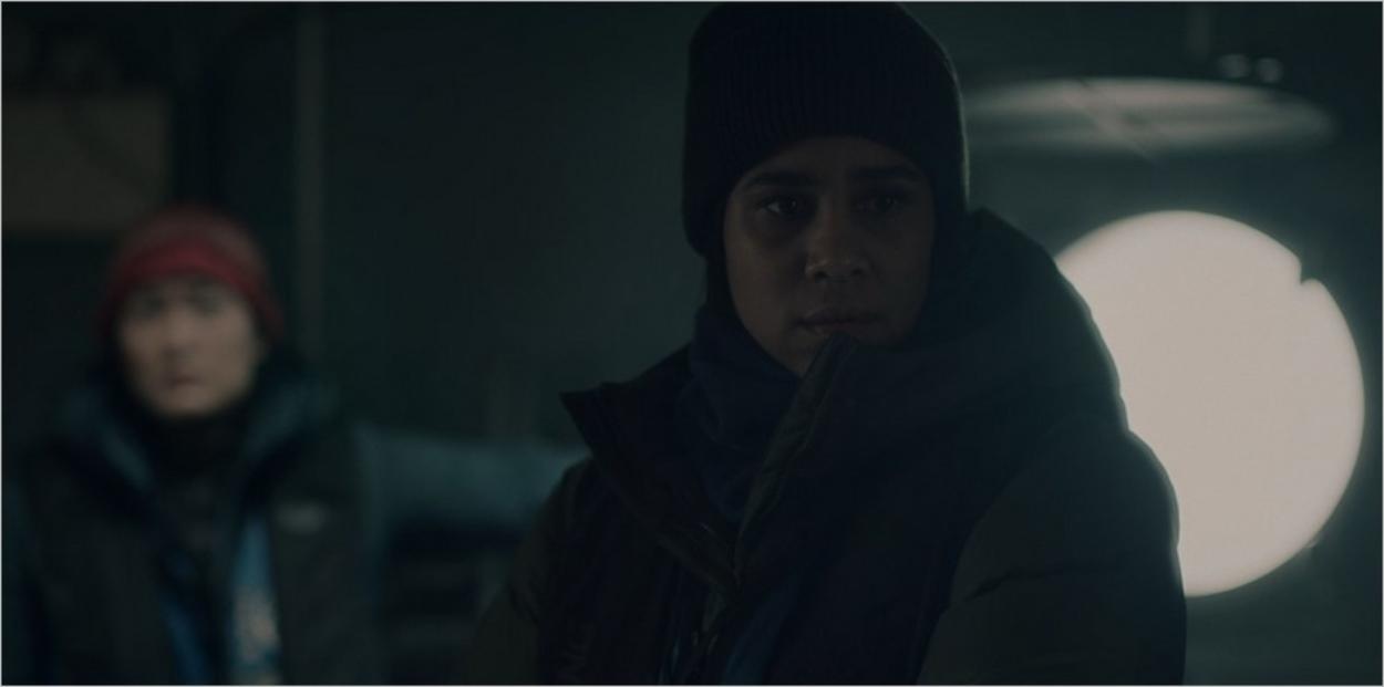 Oona surprise par la réaction de June - The Handmaid's Tale saison 4 épisode 6