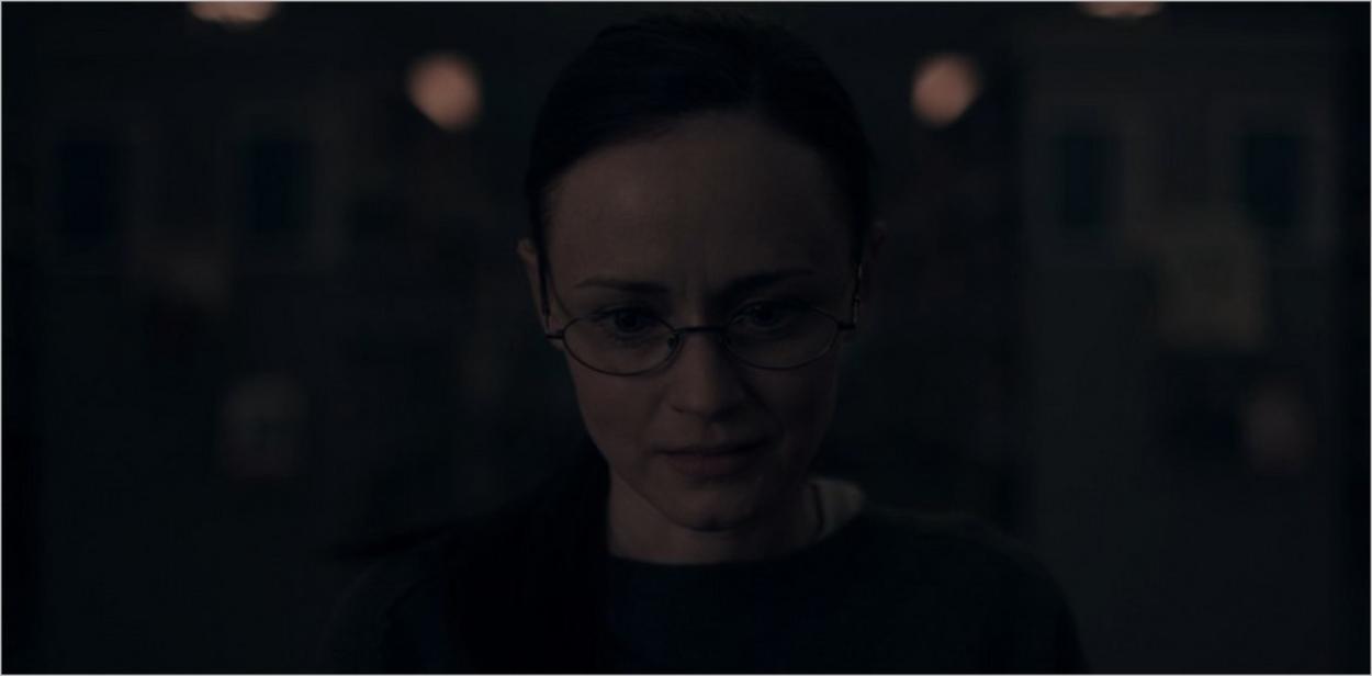 Emily devant Tante Irène dans l'épisode 8